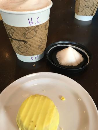 Priscilla's Coffee Tea & Gifts: Hot Chocolate & lemon cake