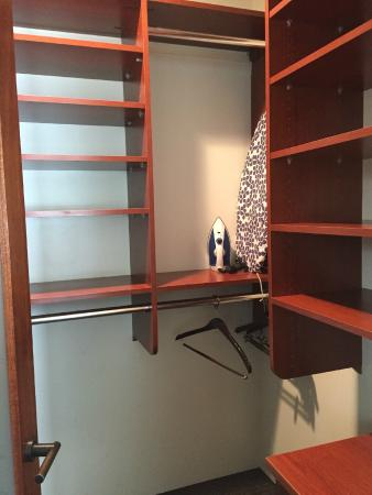 14 West Boutique Hotel: Walk in Closet
