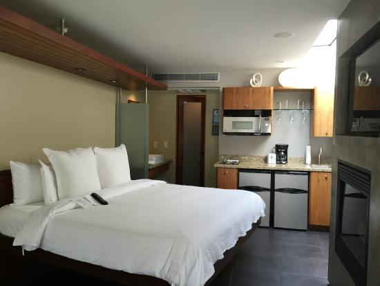 14 West Boutique Hotel: King Bed