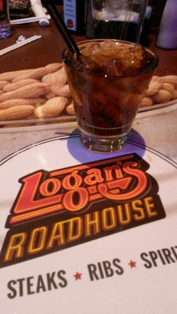 Logan's Roadhouse: dinner and drinks!