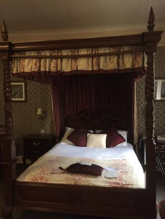 The George Hotel: The Shakespeare Suite