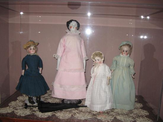 Kirkman House Museum: Doll show case exhibit viewed by the Daughters