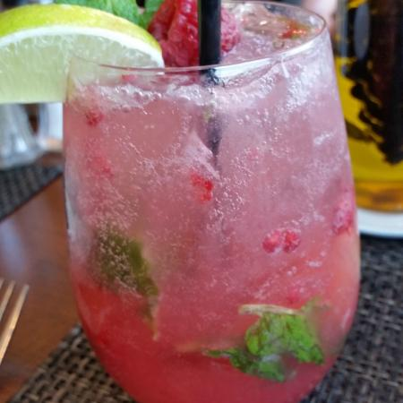 Lake House Restaurant: Refreshing Raspberry Mojito