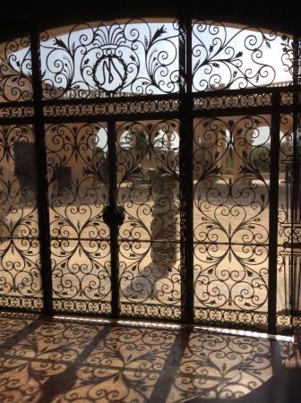 Palau March Museu: belíssimo portão interno do Palau March