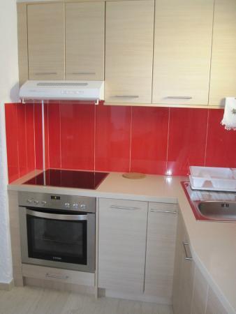 Simon Studios & Apartments: kitchen