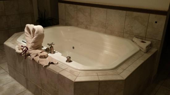 Large lighted jacuzzi tub - Picture of Logan Anniversary Inn, Logan ...