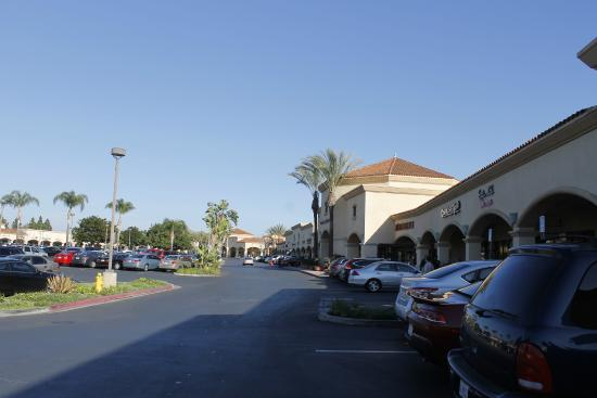 Camarillo Premium Outlets: Vista Total