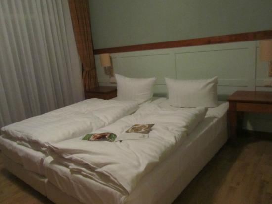"""Strandhotel Ostseeblick: das """"Bett"""" im Apartment Ambiente glich einem Campingbett"""