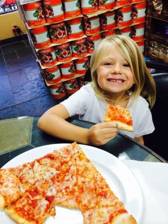 The Italian Deli & Market: Best pizza ever