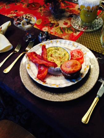 Country Victorian Bed and Breakfast: Beautiful Breakfast that tasted amazing!