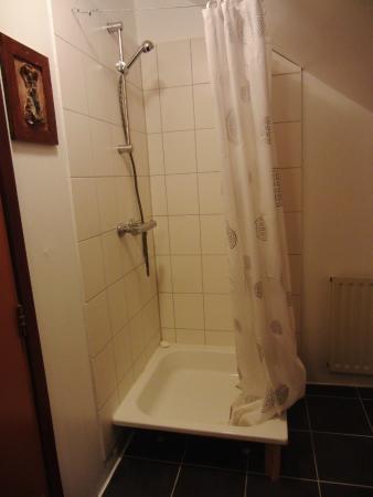 """Hotel Hafnarfjall : """"Shower"""""""