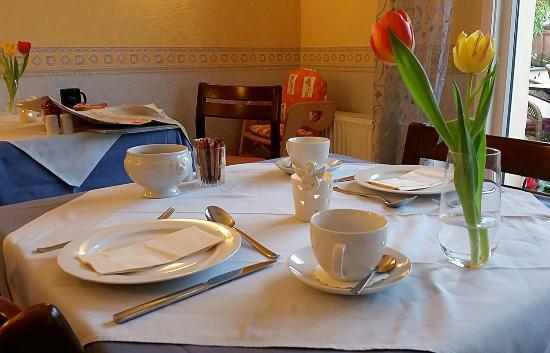 Hotel Loehndorf: An so einem Tisch kann ein Tag gut beginnen.