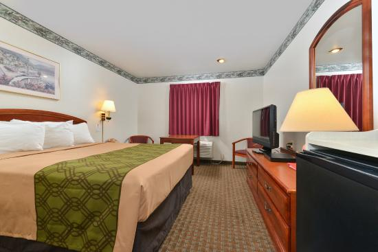 Econo Lodge Inn & Suites : King Room with Flat Screen TV, Microwave, Mini Fridge