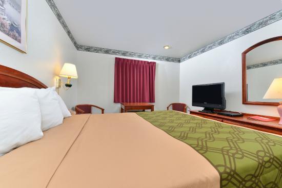 Econo Lodge Inn & Suites : Queen Room with Flat Screen TV, Microwave, Mini Fridge