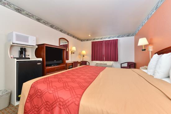 Econo Lodge Inn & Suites : King Suite with Flat Screen TV, Microwave, Mini Fridge