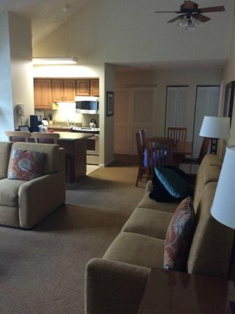 Marriott's StreamSide Birch at Vail: living room with dining area and kitchen