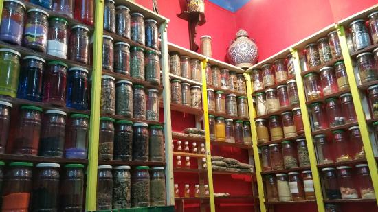 Tachfine Hotel: Spices and herbs