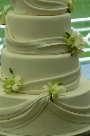 Clare's Cakes & Deli: Weddings!