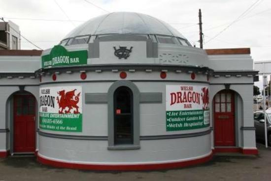 The Welsh Dragon Bar: The outside.