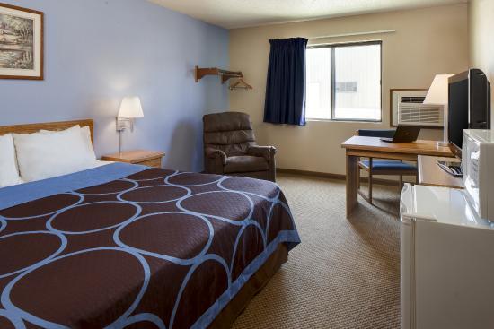 King Bed Super 8 Portage