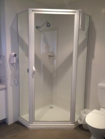 Lady Bay Resort: Studio Room Level 4 - Shower
