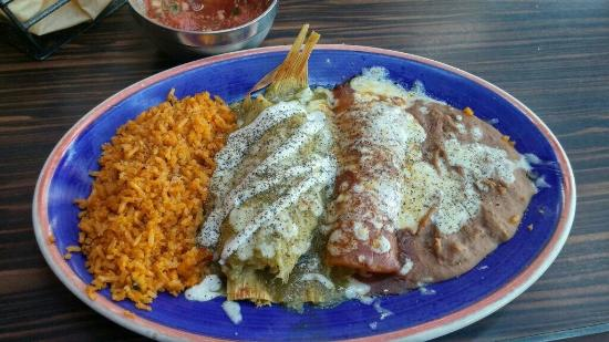 Moctezuma's Mexican Restaurant: Tamale and an enchilada