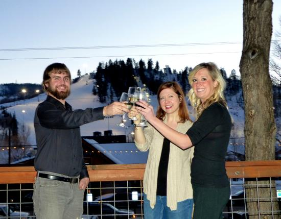 Cugino's Pizzeria & Italian Restaurant: Enjoy the views of Howelsen Hill from the back deck.
