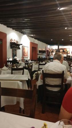 El Asador Vasco: Dining room