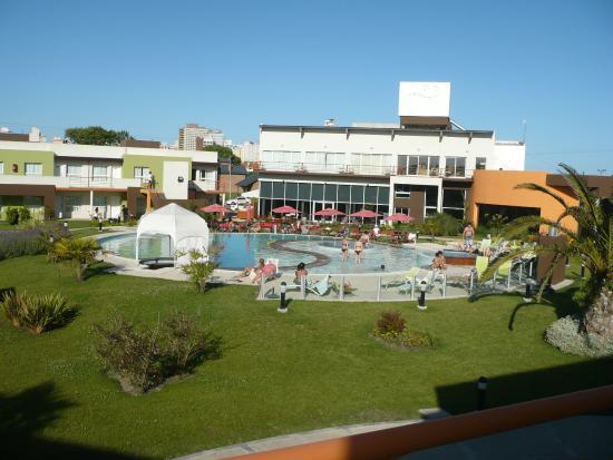 Alto Miramar Resort & Spa: vista desde el departamento a piletas centrales
