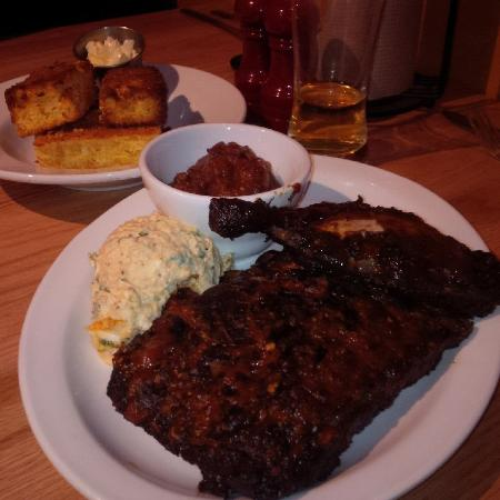 The Copper Pig Bbq House : Chicken and Ribs