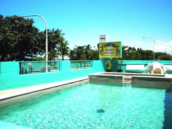 Pool picture of townsville seaside apartments for Pool showrooms sydney