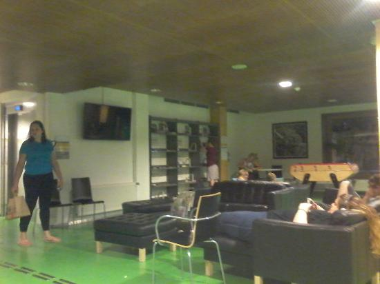 frente2 picture of yves robert hostel paris tripadvisor. Black Bedroom Furniture Sets. Home Design Ideas