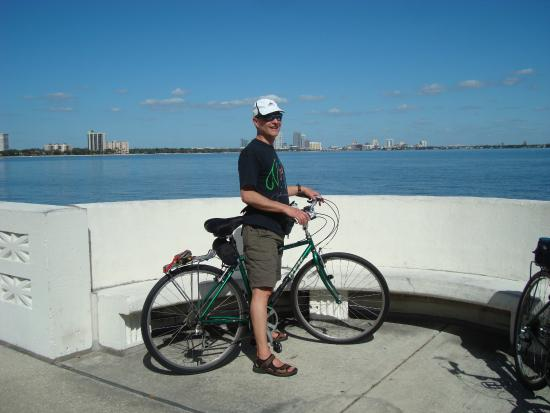 Bayshore Boulevard: Biking on the trail