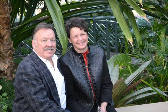 Cocoa Cottage Bed and Breakfast: Innkeepers Larry and Lisa relax in the Fredrick Meijer Tropical Garden.