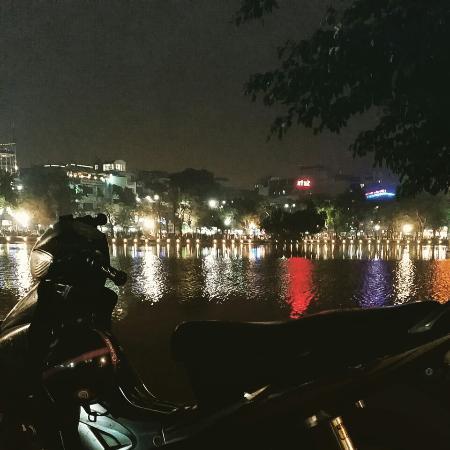 Hanoi, Vietnam: Озеро ночью