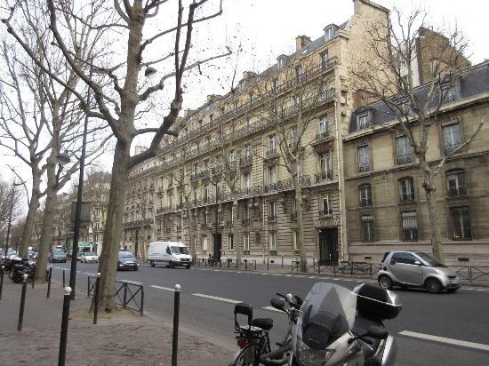 la fuente picture of boulevard st germain paris. Black Bedroom Furniture Sets. Home Design Ideas