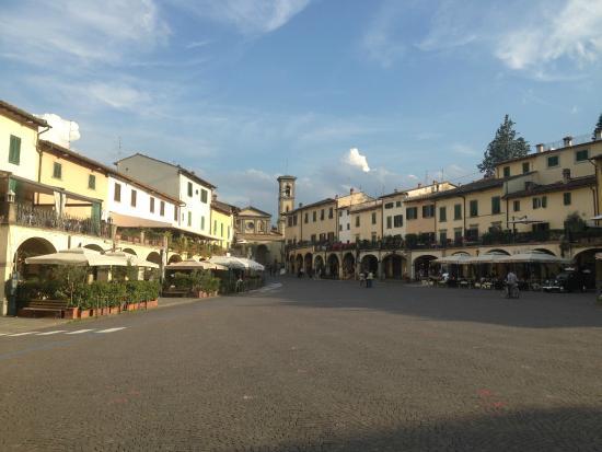 Piazza G. Matteiotti (main square) in Greve in Chianti - Picture of Albergo del Chianti, Greve ...