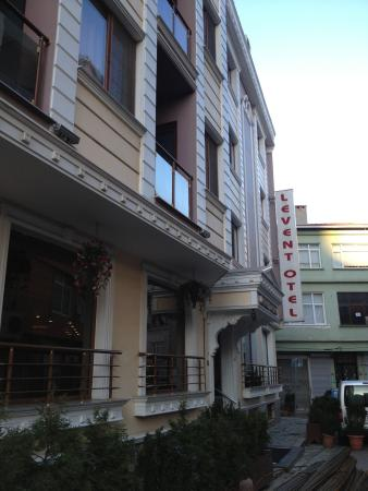 Levent Otel Istanbul: İn a small road
