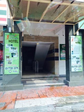 One Avenue Hotel: Main Entrance