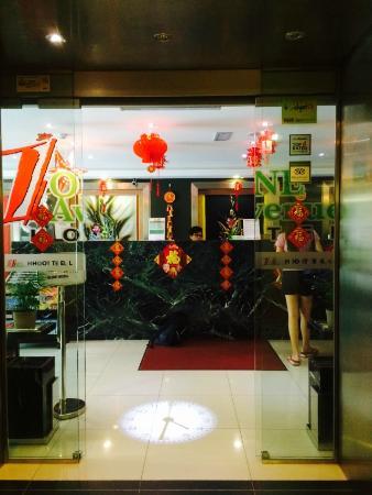 One Avenue Hotel: Lobby entrance