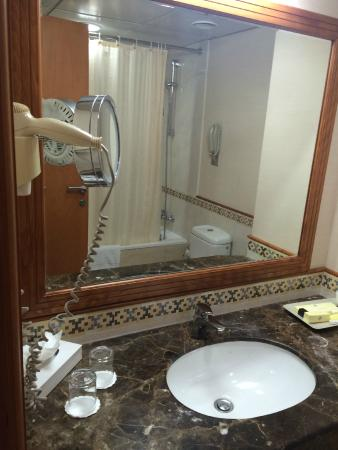 The Country Club Hotel: Sink