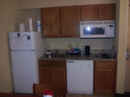 Homewood Suites Tallahassee: Kitchenette