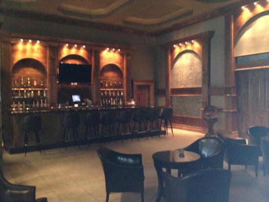 Ashton Inn & Suites- Navy: Beautiful bar on property!