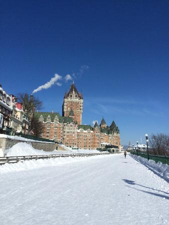 Fairmont Le Chateau Frontenac: Panoramic view of Chateau by day