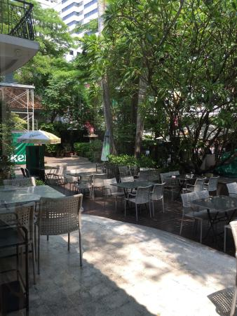 Rosabieng Restaurant: Outside seating area