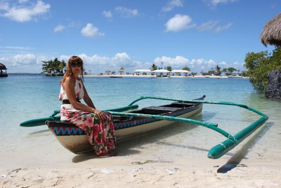 Bluewater Maribago Beach Resort: пляж