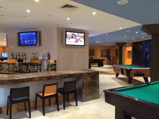 sports bar area picture of catalonia riviera maya puerto aventuras tripadvisor. Black Bedroom Furniture Sets. Home Design Ideas
