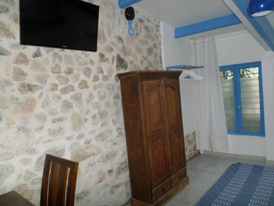 Chambre Bord de Mer - Picture of Location Loramac, Toulon ...