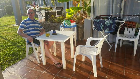 HG Tenerife Sur Apartments : Plenty of room on the ground floor apartment.