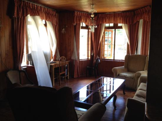 Glenn Fall Inn: Living room